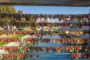 Schlösser als Liebesbeweiß an einer Brücke in Ljublja in Slovenien