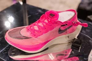 Schneller, pinker Laufschuh Nike Zoom Vaporfly Next% aus Schaumstoff und VaporWeave