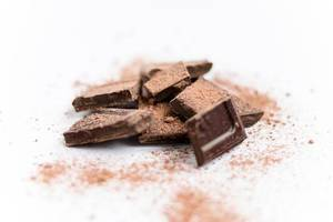 Schokolade / Chopped Chocolate With Cinnamon