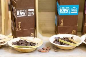 Schokolade mit 93% Kakao und Süße Kakaonibs & Meersalz von Lovechock