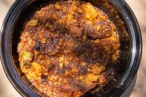 Schonend gegarter griechischer Rindfleischeintopf