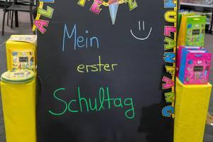 """Schultafel mit dem Schriftzug """"mein erster Schultag"""" - IAW Köln 2018"""