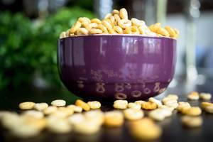 Schüssel voll von Cheerios-Getreideflocken