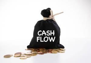 Schwarzer Geldsack mit Kleingeld und der Aufschrift Geldfluss