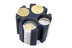 schwarzer Münzhalter aus dem 3D-Drucker für Euromünzen auf weißem Untergrund