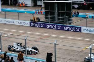 Sébastien Buemi fährt schnell in seinem Nissan e.dams Formel E Auto
