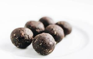 Sechs Kakaokugeln
