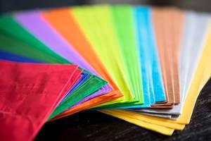 Seidenpapier verschiedener Farben für Kunsthandwerk