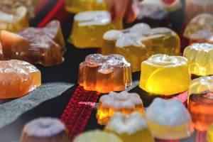 Seife mit Honig in verschiedenen Formen