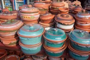 Selbstgemachte Töpferei-Waren auf einem Markt