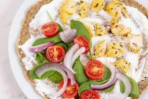Selbstgemachte Tortilla mit Hähnchenbrust und Gemüse, Aufnahme von oben