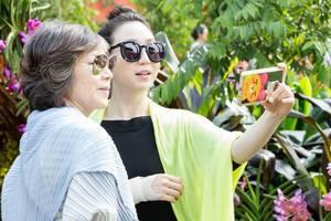Selfie: Asian Style