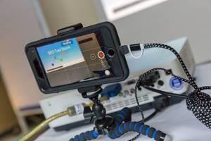 SEO Tool Storm Präsentation mit einem Smartphone gefilmt