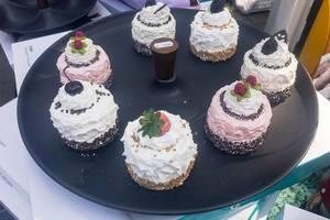 Servierteller für Desserts - Straßenfest, Köln