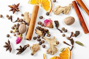 Set of spices for mulled wine on a white background (Flip 2019)