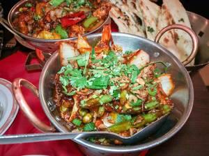 Shabji Garlic Chili - ein sehr scharfes Gericht mit Gemüse, Knoblauch und Chilischoten im Ginti in Köln