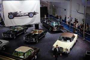 Sicht von Oben auf die Ausstellung der Oldtimer von Brabus Classic Modellen