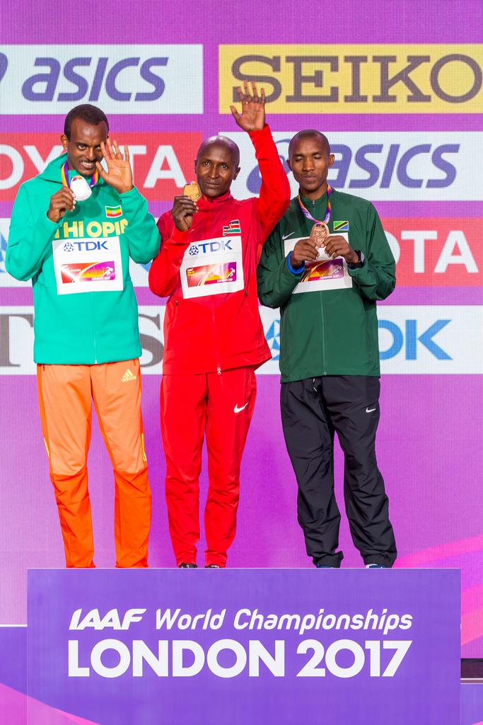 Siegerehrung mit Geoffrey Kipkorir KIRUI, Tamirat TOLA und Alphonce Felix SIMBU