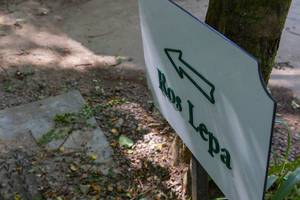 Sign indicates direction to Ros Lepa hiking trail in Mahé, Seychelles