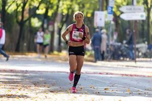 Sigrid Bühler running Cologne Marathon in summer