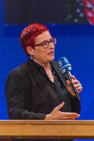 Simone Rafael, Chefredakteurin der Belltower.News, im RBB und ARD Fernsehmagazin Kontraste, live von der IFA