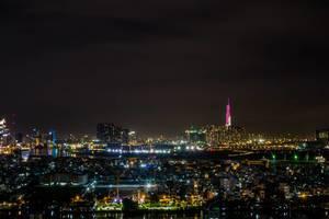 Skyline Nacht-Blick auf Saigon mit Saigon Fluss und Landmark 81 Wolkenkratzer in pink