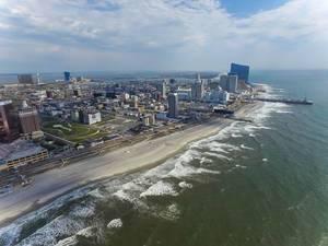 Skyline und Strand von Atlantic City (Drohnenfoto), USA