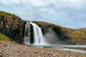 Small Icelandic waterfall / Kleine isländische Wasserfall