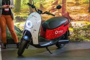 Smarter Elektro-Scooter: Startup unu stellt E-Roller vor, Microsharing mit Vodafone-Technik