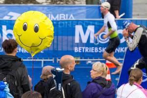 Smile: Wasserausstieg Hamburg Triathlon 2016