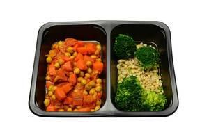 Sojabohnen mit Karotten und Zwiebeln