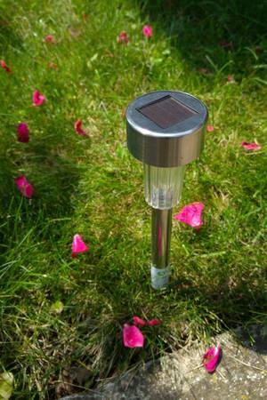 Solar garden light with rose petals all around  Flip 2019