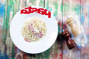 Spaghetti carbonara with bacon and parmesan, pasta plate, wooden background (Flip 2019)