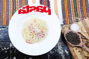 Spaghetti carbonara with peppercorns and salt, Italian cuisine (Flip 2019)