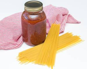 Spaghetti Sauce in a Jar with Dry Pasta