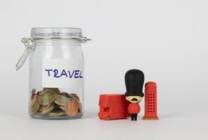 Sparen für eine Reise nach London. Glas mit Kleingeld