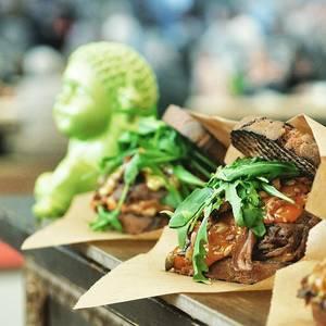 Spelt sandwich with Beef, Pumpkin and Rucola. // Dinkel-Sandwich mit Kürbismmayonnaise