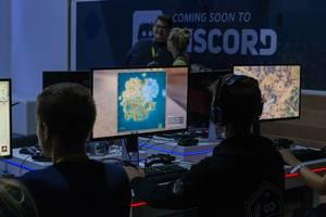 Spieler spielen Strategiespiele - Gamescom 2018