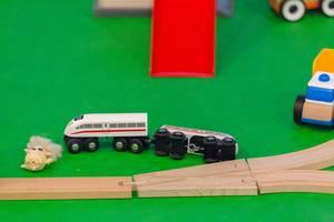 Spielzeug Hochgeschwindigkeitszug aus Holz