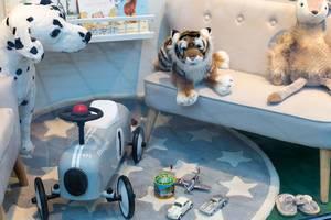 Spielzeuggeschäft / Toy Store