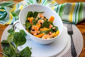 Spinat-Salat mit Garnelen und Orange