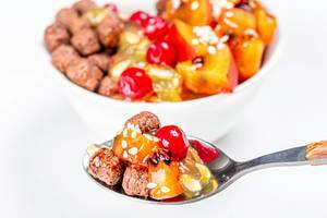 Spoon with chocolate corn balls and fruit slices (Flip 2020)