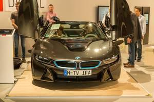 Sportliches Elektroauto und Plug-in Hybrid: BMW i8 Coupe mit Dreizylinder-Mittelmotor und Elektromotor