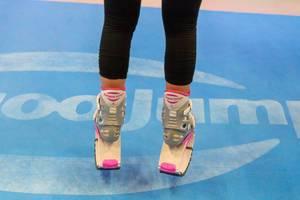 Springen mit Kangoo Jumps Schuhen