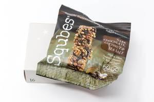 Squbes  - Saatenwürfel mit dunkler Schokolade Kokosnuss und Meersalz aus dem sechszehnten Türchen des veganen Foodist Active Adventskalenders