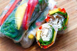Srping Rolls with Spinach, Mango, Carott, Tofu and Pepper