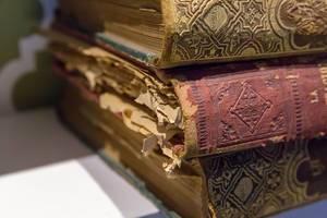 Stapel von alten Büchern