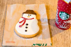 Starbucks: Holiday Snowman Cookie
