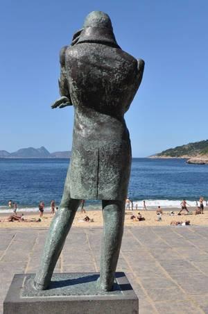 Statue am Vermelha-Strand in Rio de Janeiro