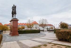 Statue des ungarischen Generals Görgey Artur auf einem Pferd vor der Burg von Buda